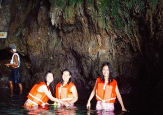 My sister and my nieces in a Boracay cave--tamed compared to the ones in Palawan.