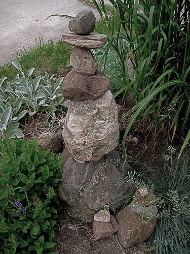 A simple, yet very attractive stone cairn. Image Credits: Flickr.com/ellenm1