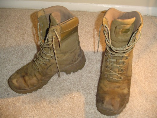 Military shoes vs Military boots