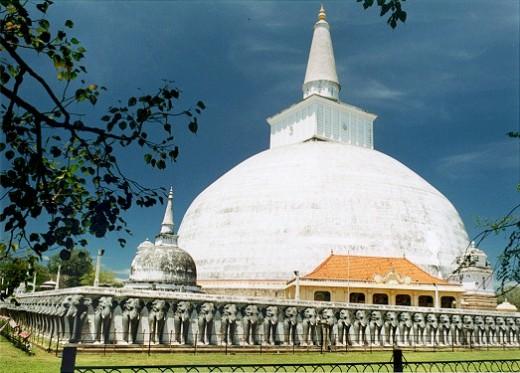 Ruwanweli Maha Seya in Anuradhapura