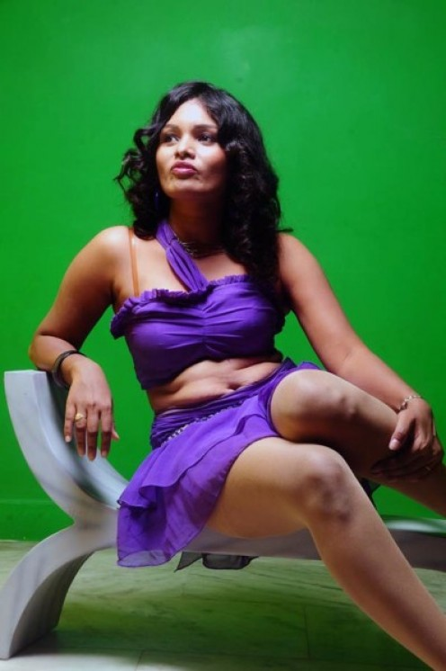 Malayalam Masala Actress Sneha Priya Thunder Thighs and Navel show