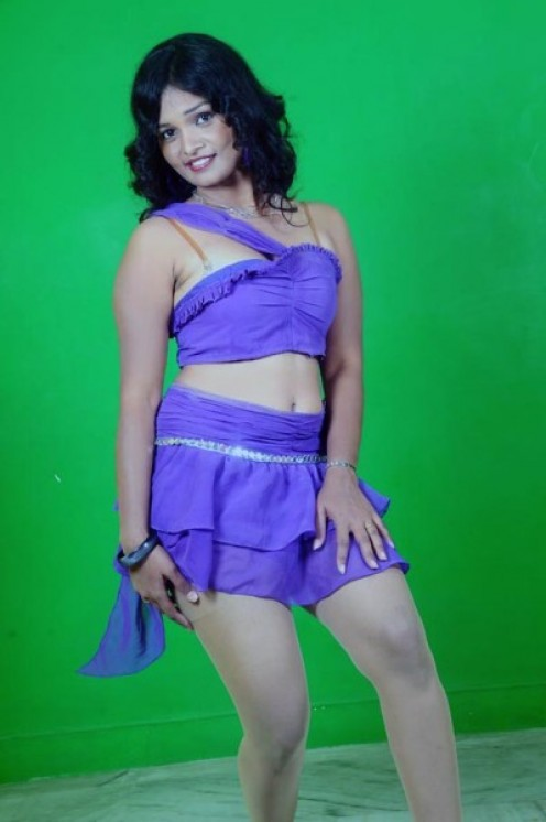 South Indian Masala Actress Sneha Priya s*xy Thighs