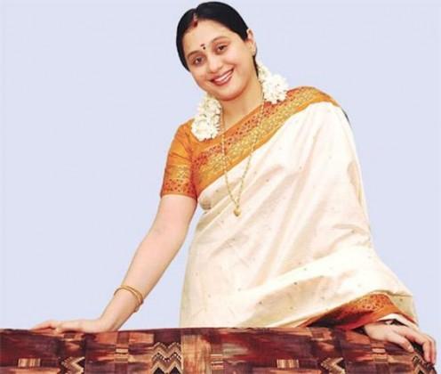 Hot Indian aunties Photos Saree Pics
