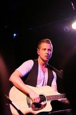 Ryan Tedder performing with band OneRepublic. Photo credit: wikipedia.com