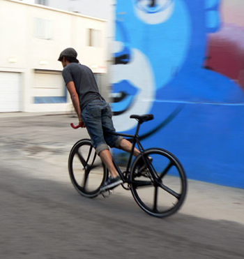 This guy really can stop a fixed gear.