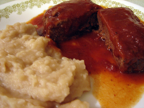 Nutrisystem dinner - meat loaf and mashed potatoes Photo credit: vigilant20 @flickr