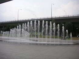 Fountain at entrance of Vivocity.