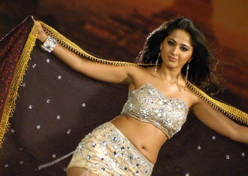 Masala Actress Anushka Shetty Hot Navel and s*xy Thunder Thigh pictures