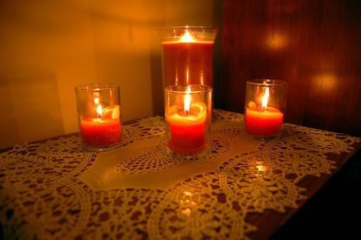 Feng shui bedroom romance is more enhanced with candles. photo: lynda@dwc @flickr