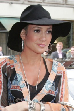 Jennifer Lopez Hats on Jennifer Lopez Loves The Floppy Hat Look