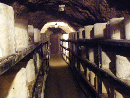 Storage for cheeses during the aging process