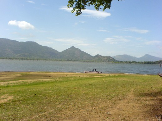 Huge open area and the lake near Amaya Lake hotel
