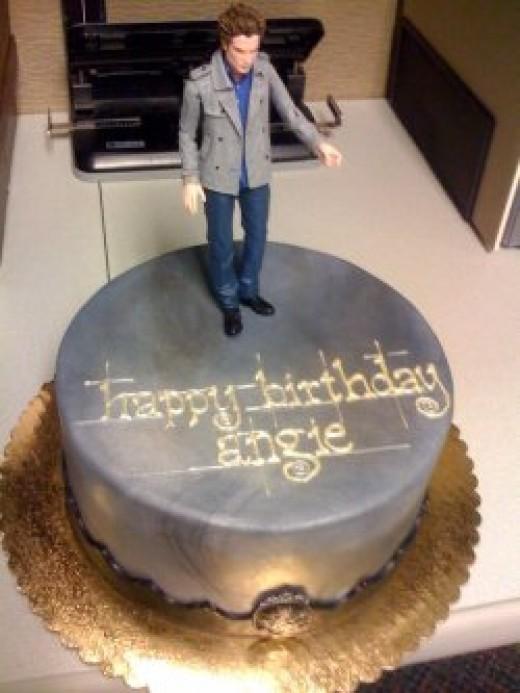 Source:  http://twilightersanonymous.com/twilight-series-fan-birthday-cakes.html