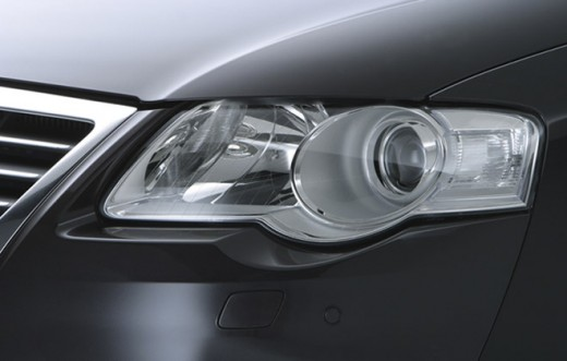 The intelligent bi-xenon headlights with dynamic cornering lights