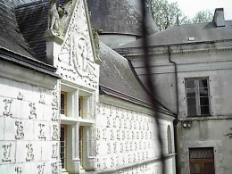 Chateau d'Argy, The walls are decorated with the initials interlaced of the family members, as well as with emblematic symbols of the time.