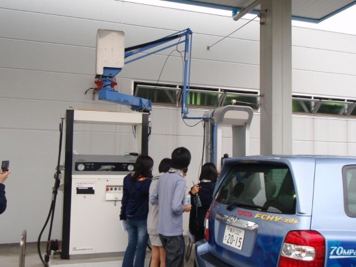 Filling up with hydrogen. A family affair!