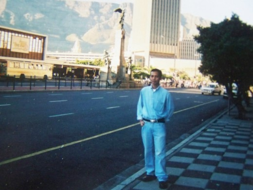 TRAVEL MAN IN CAPE TOWN (MARCH 2002)