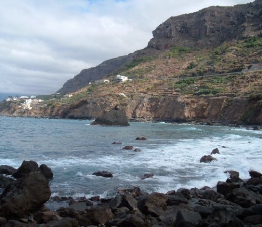 Beach and cliff in Las Aguas
