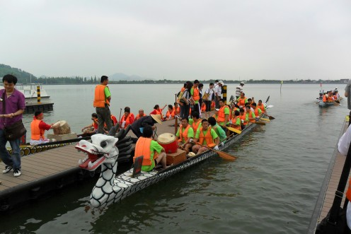 Teams preparing for the race.