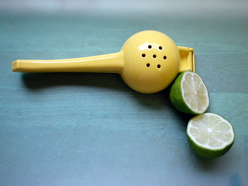 Hand press for limes