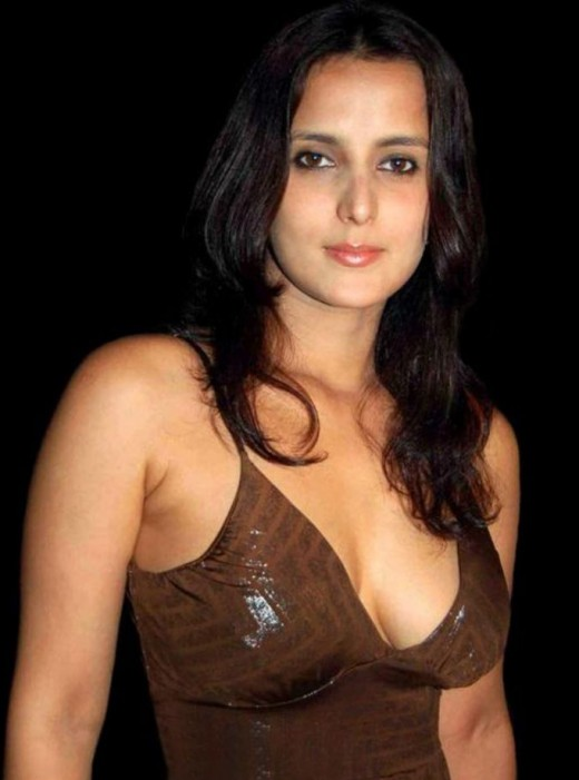 BOLLYWOOD SEXY ACTRESS TULIP JOSHI SEXY PICTURES Photoshoot images