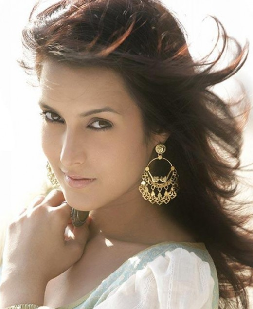 BOLLYWOOD SEXY ACTRESS TULIP JOSHI SEXY PICTURES unseen pics