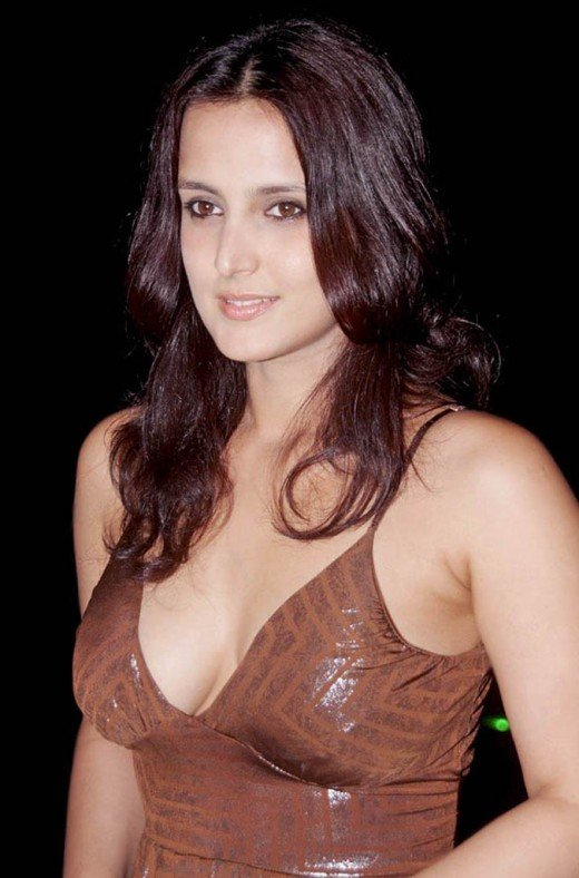 BOLLYWOOD SEXY ACTRESS TULIP JOSHI SEXY PICTURES sexy stills