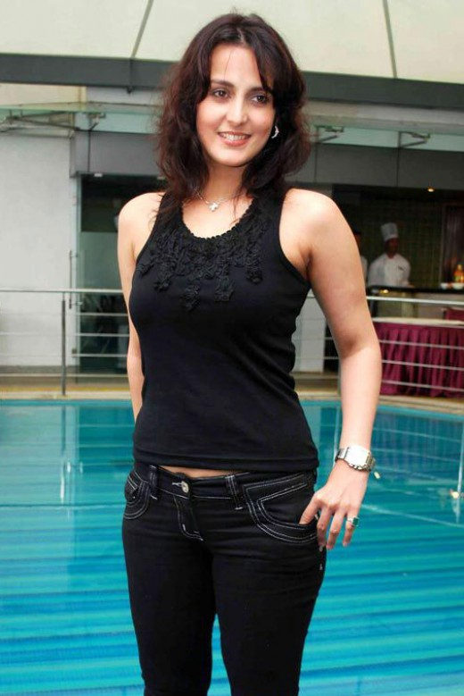BOLLYWOOD SEXY ACTRESS TULIP JOSHI SEXY PICTURES gallery pictures
