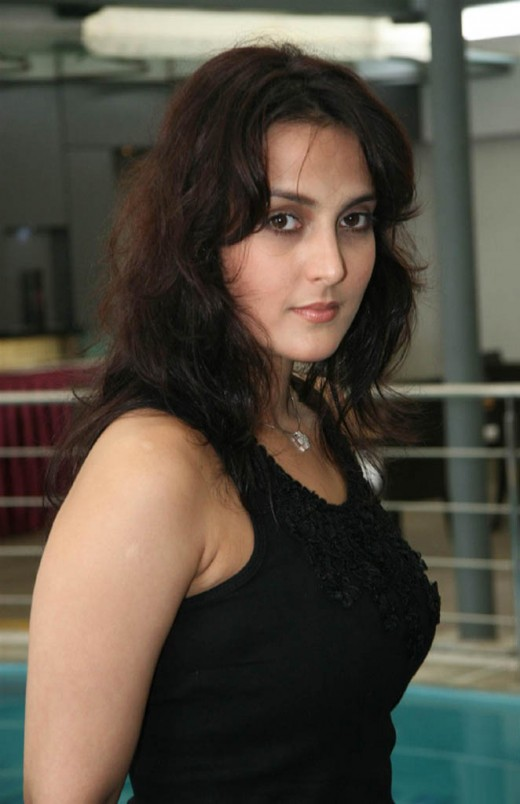 BOLLYWOOD SEXY ACTRESS TULIP JOSHI SEXY PICTURES glamour images