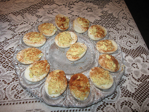 How to make deviled eggs photo: Micah68 @flickr