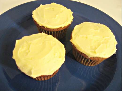Cupcakes frosted with plain vanilla buttercream / Photo by E. A. Wright
