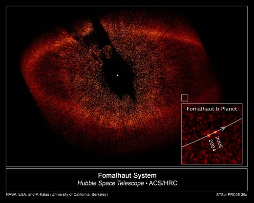 Composite image showing the position of the planet Fomalhaut b in 2004 and 2006.