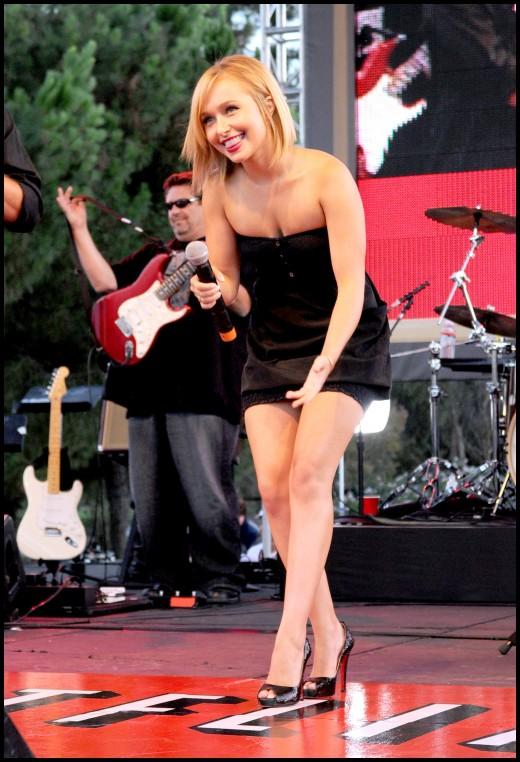 Hayden Panettiere singing