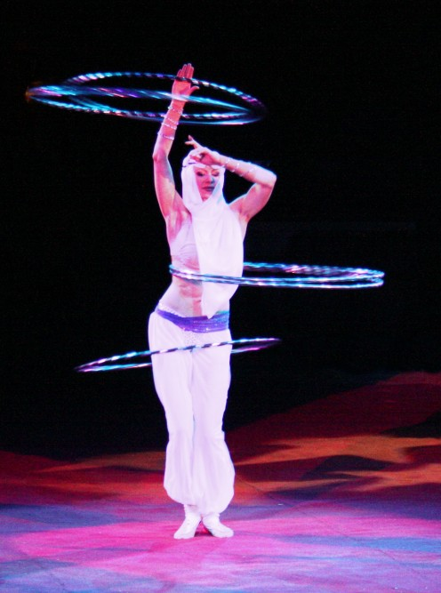 Hula-Hoop in Perfektion durch die Russin YELENA LARKINA aufgefhrt im Zirkus - Usien 2010 - GNU Free Documentation License