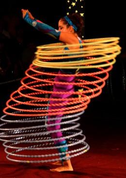 Hula hoop moment from Circus Smirkus performance 2006. Xeaza 2006 - GNU Free Documentation License