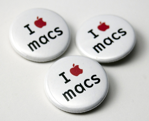 Why do graphic designers use macs?