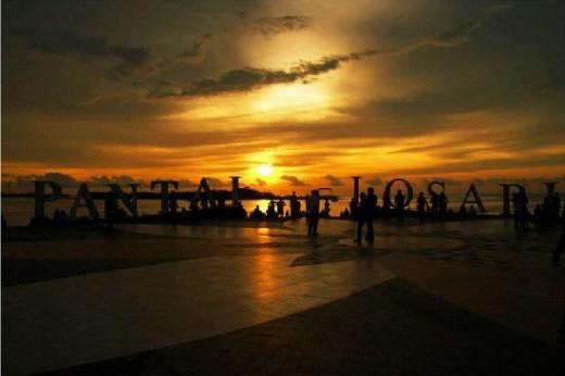 Sunset in Losari Beach in Makassar http://media-cdn.tripadvisor.com/