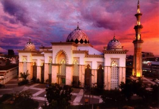 The Great Mosque in Makassar/ Masjid Raya Makassar http://sarahtidaksendiri.files.wordpress.com/