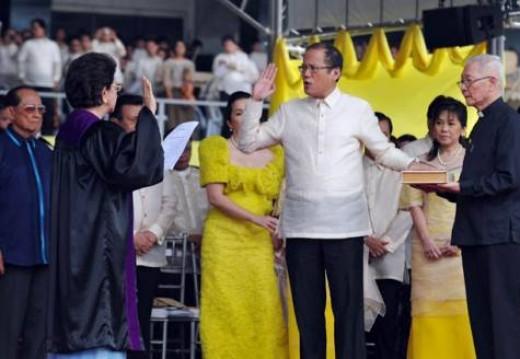 BENIGNO AQUINO III sworn as the new Philippine leader (Photo credit: AFP)