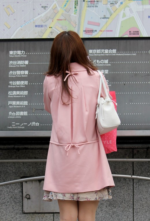 This Japanese lady might not know the way to her destination in Shibuya, but she certainly hasn't lost her sense of style!