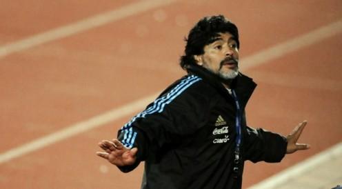 Years Team Apps (Gls) 19761981 Argentinos Juniors 167 (115) 19811982 Boca Juniors 40 (28) 19821984 Barcelona 36 (22) 19841991 Napoli 188 (81) 19921993 Sevilla 26 (5) 19931994 Newell's Old Boys 7 (0) 19951997 Boca Juniors 30 (7) Total 490 (311)