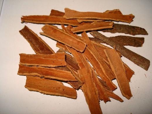 Cinnamon Sticks, broken up