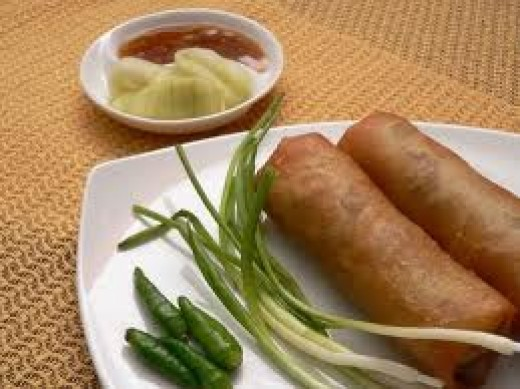 Lunpia Semarang or Semarang Spring Roll with bamboo shoots filling tahuponglunpiasemarang.wordpress.com