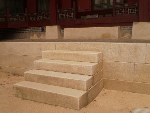 The more steps there are, the higher the ranking of the servant staying within Gyeongbukgong, Seoul.
