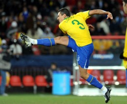 Lucio, the captain of the Brazilian national team, in typical action. The defender is always totally focused. (Photo: GES/Augenklick)