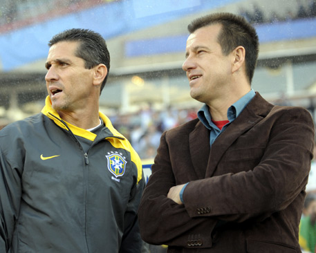 Carlos Dunga (left), Brazils head coach, and his assistant Jorginho. In 1994 they together helped win the FIFA World Cup title as players. (Photo: Kunz/Augenklick)