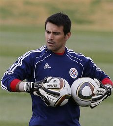 "Goalkeeper Justo Villar says his Paraguay lineup has a game plan to stop European champion Spain in the FIFA 2010World Cup quarterfinals: ""Don't give them any space."" (AP Photo/Ricardo Mazalan)"