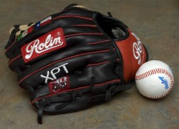 A custom Rolin Baseball Glove - This is a file from the Wikimedia Commons. Author Wyk
