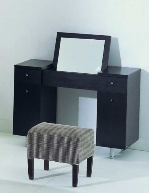 Dressing table and dressing table stool