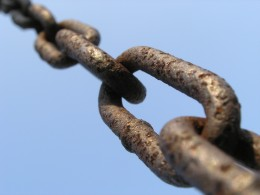 Backlinks create an important chain that helps your site increase in traffic and ranking. Photo from wikimedia commons.